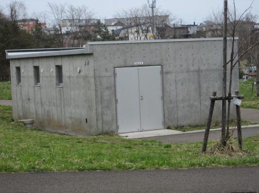左横は備蓄倉庫