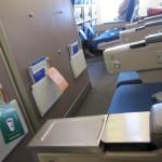 横の座席はバッチリ空席!