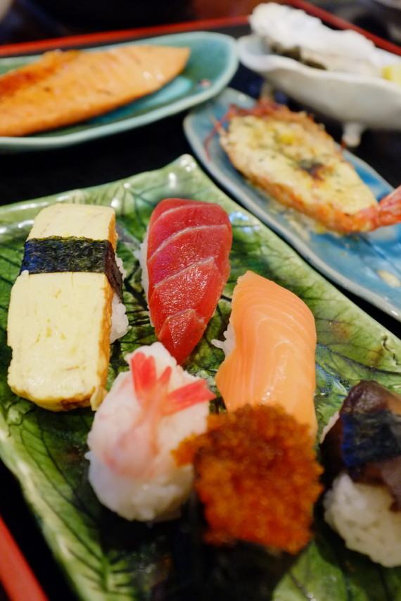 二番セットのおまかせ料理(握り寿司)