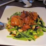 鶏肉の煮込み青菜添え