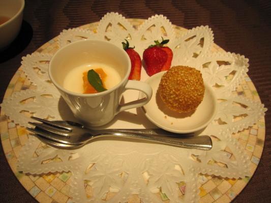 デザート(杏仁豆腐と胡麻だんご)