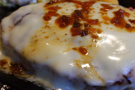 フォンデュ風チーズバーグステーキ