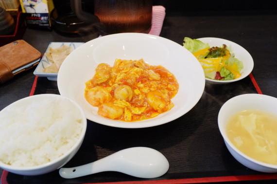 日替りランチ(エビとホタテのチリソース煮)