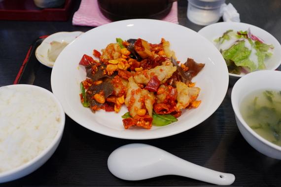 ランチ(鶏肉と辛子スナック炒め)