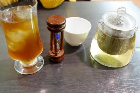 烏龍茶 アイス(左)+ホット(右)