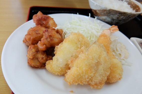 日替定食(エビフライ、白身魚フライ、ザンギ)
