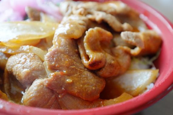 ピリ辛スタミナ丼