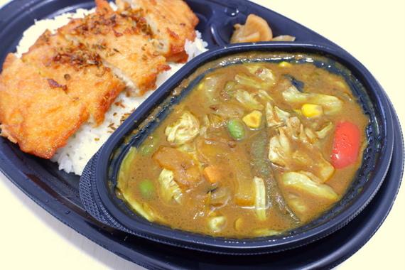 野菜とチキンのスパイスカレー