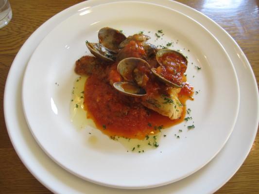 【シェフのおすすめコース】真鱈とアサリのトマト煮込み