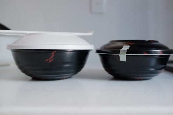 特製天丼の容器は天丼の容器より大きい