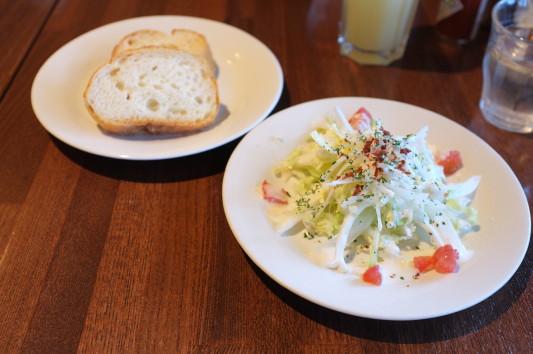 ランチセットのサラダ&パン