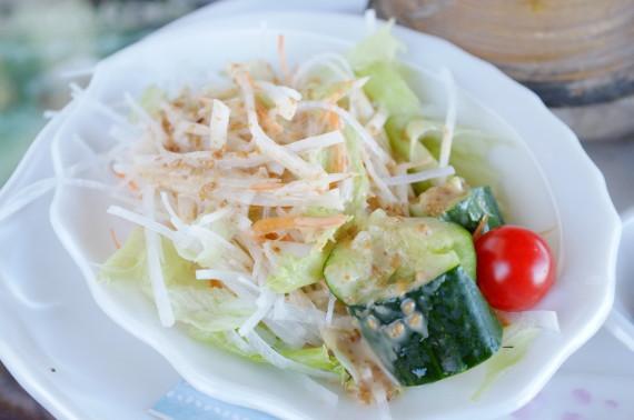 母恋めしバター味定食(に付いてるサラダ)