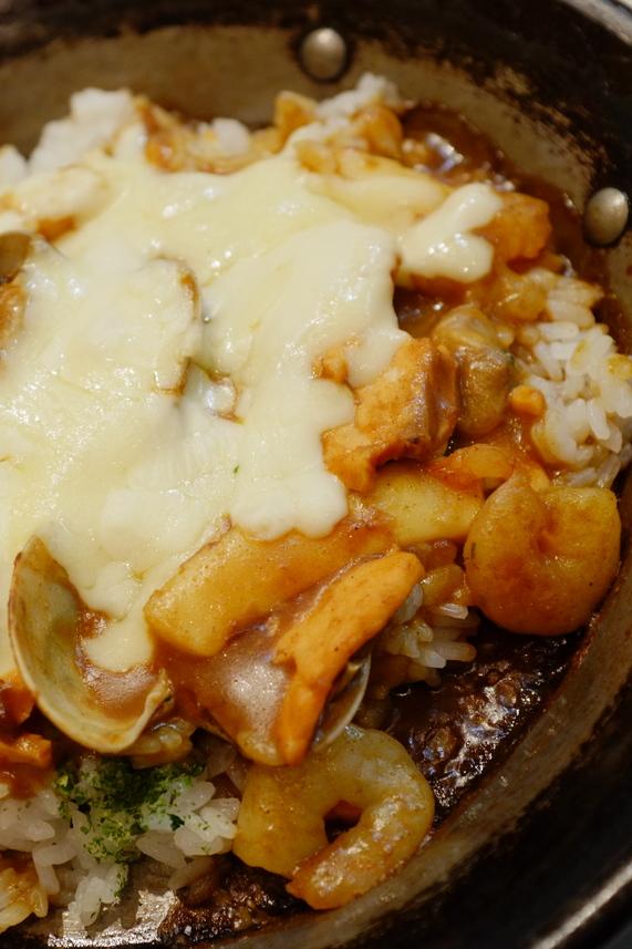 魚介類の窯焼きチーズカレー