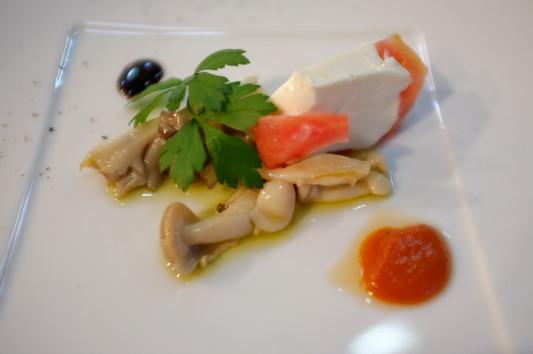 前菜(秋の味覚キノコのマリーネ、トマトのババロア)