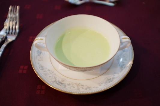スープ(青豆ミラノ風冷たいポタージュ)