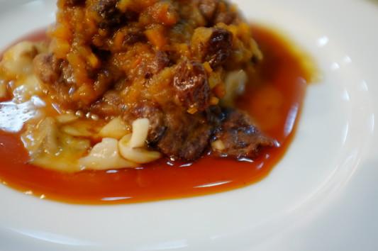 肉料理(道産和牛の一昼夜煮込みピエモンテ風)
