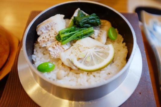 釜飯(真鯛とキノコ)