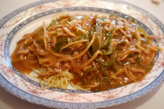 肉絲炒麺(チンジャオロースの焼そば)
