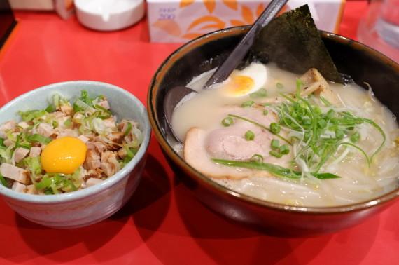 塩ラーメン+ミニチャシュー丼