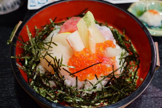 汽笛海鮮丼