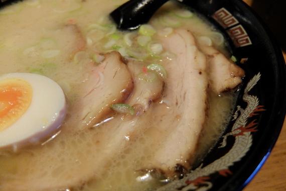 とんこつラーメン(半麺)+チャーシュー