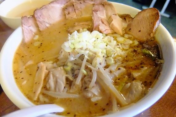 味噌ホルモンラーメン+チャーシュー