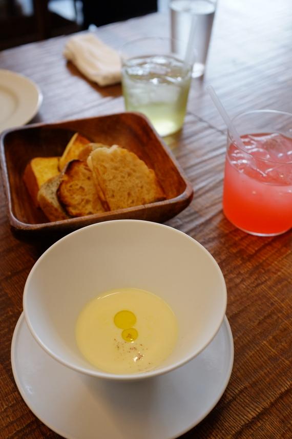 スープとパンとドリンク