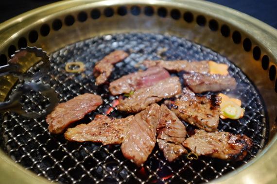 旨肉サガリ・旨肉カルビ(焼いてます)