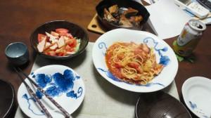 ある日の夕食(なすとベーコンのトマトパスタ)
