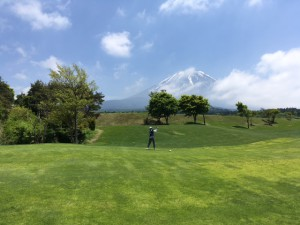 富士山に抱かれた会心のショット - コピー